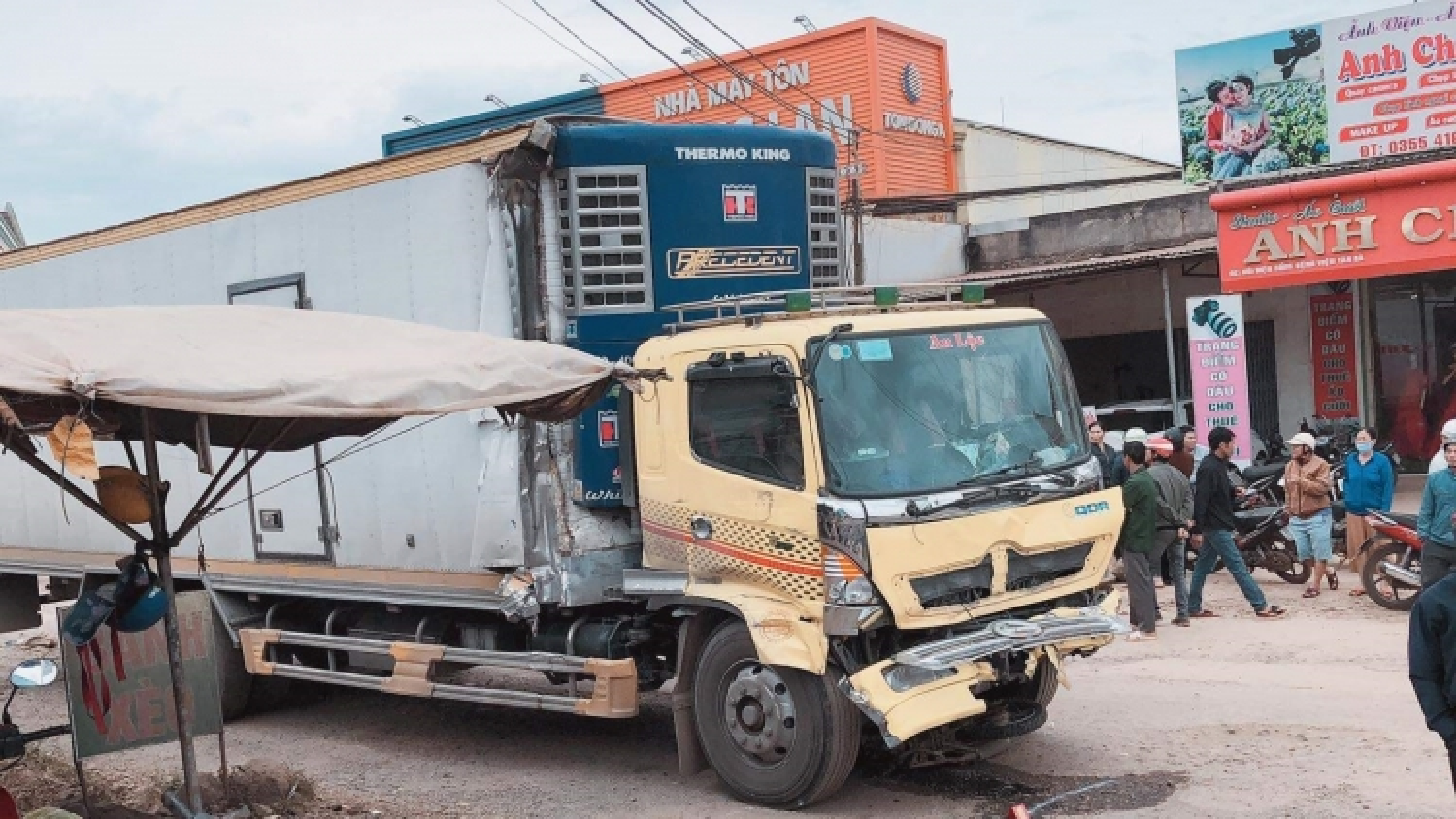 Xe tải gây tai nạn liên hoàn khiến 2 phụ nữ tử vong tại chỗ