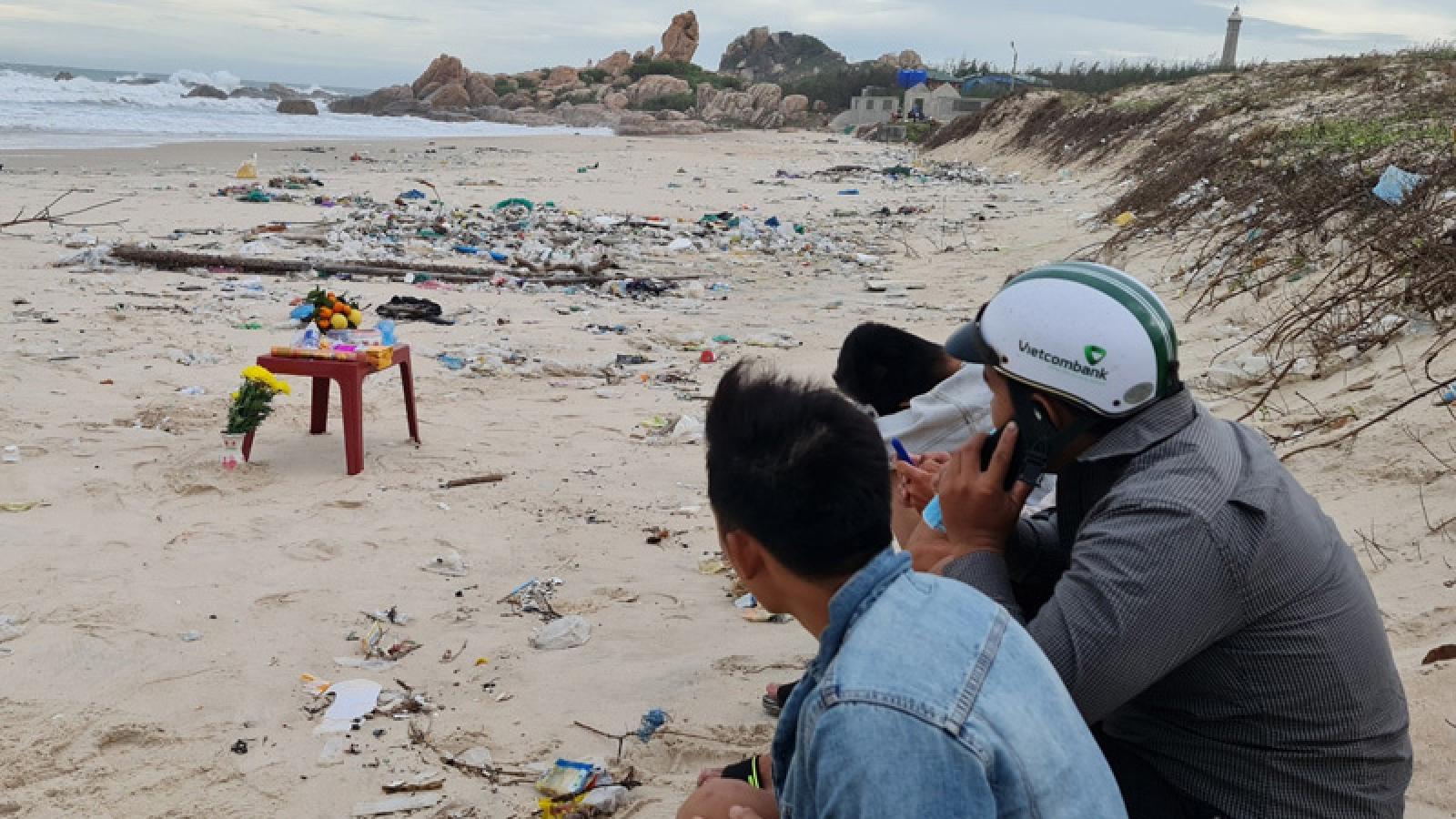 Tắm bãi biển Kê Gà, hai người bị sóng cuốn trôi mất tích
