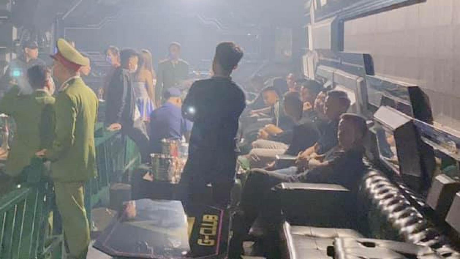 Khởi tố nhân viên quán bar bán ma túy cho khách