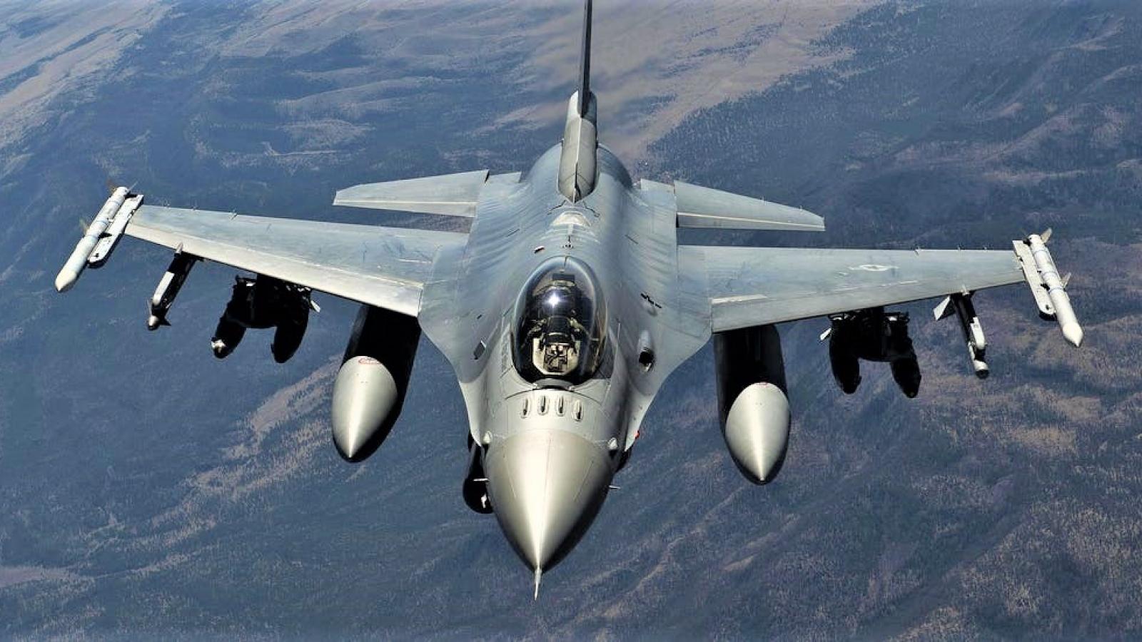 """Không quân Mỹ """"dọn đường"""" để chiến đấu cơ F-16 Fighting Falcon """"tái xuất"""""""