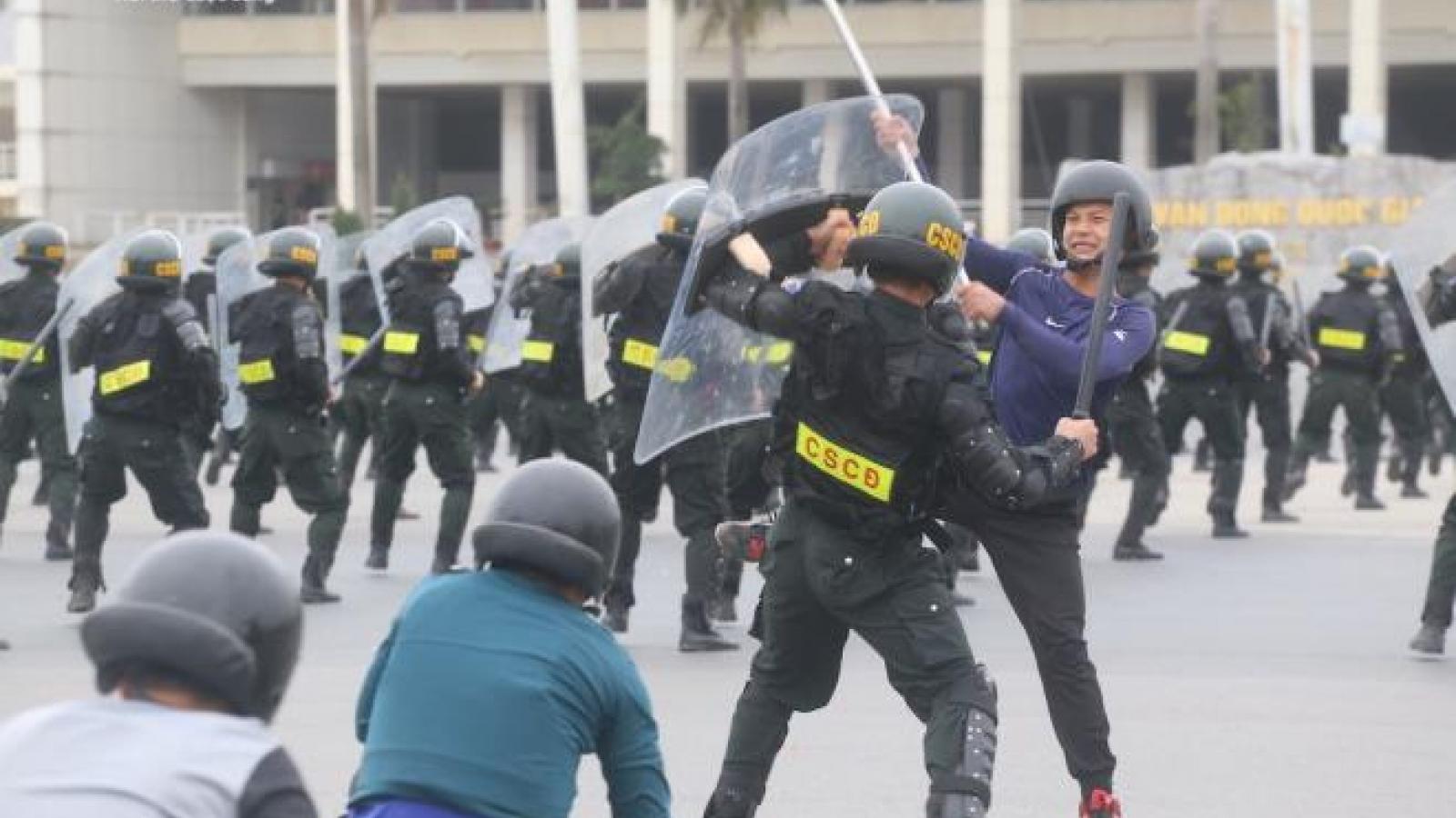 Công an, bộ đội diễn tập chống khủng bố bảo vệ Đại hội XIII của Đảng