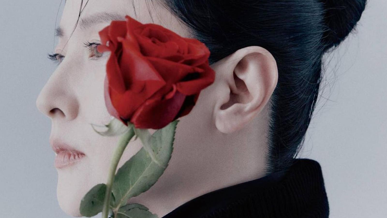 """Mỹ nhân Lee Young Ae khoe sắc trẻ trung như """"gái đôi mươi"""" trong loạt ảnh mới"""