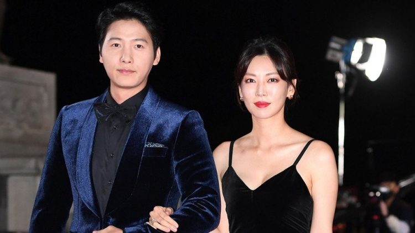 """Ông xã """"ác nữ"""" Kim So Yeon bất ngờ góp mặt trong bom tấn truyền hình """"Penthouse 2"""""""