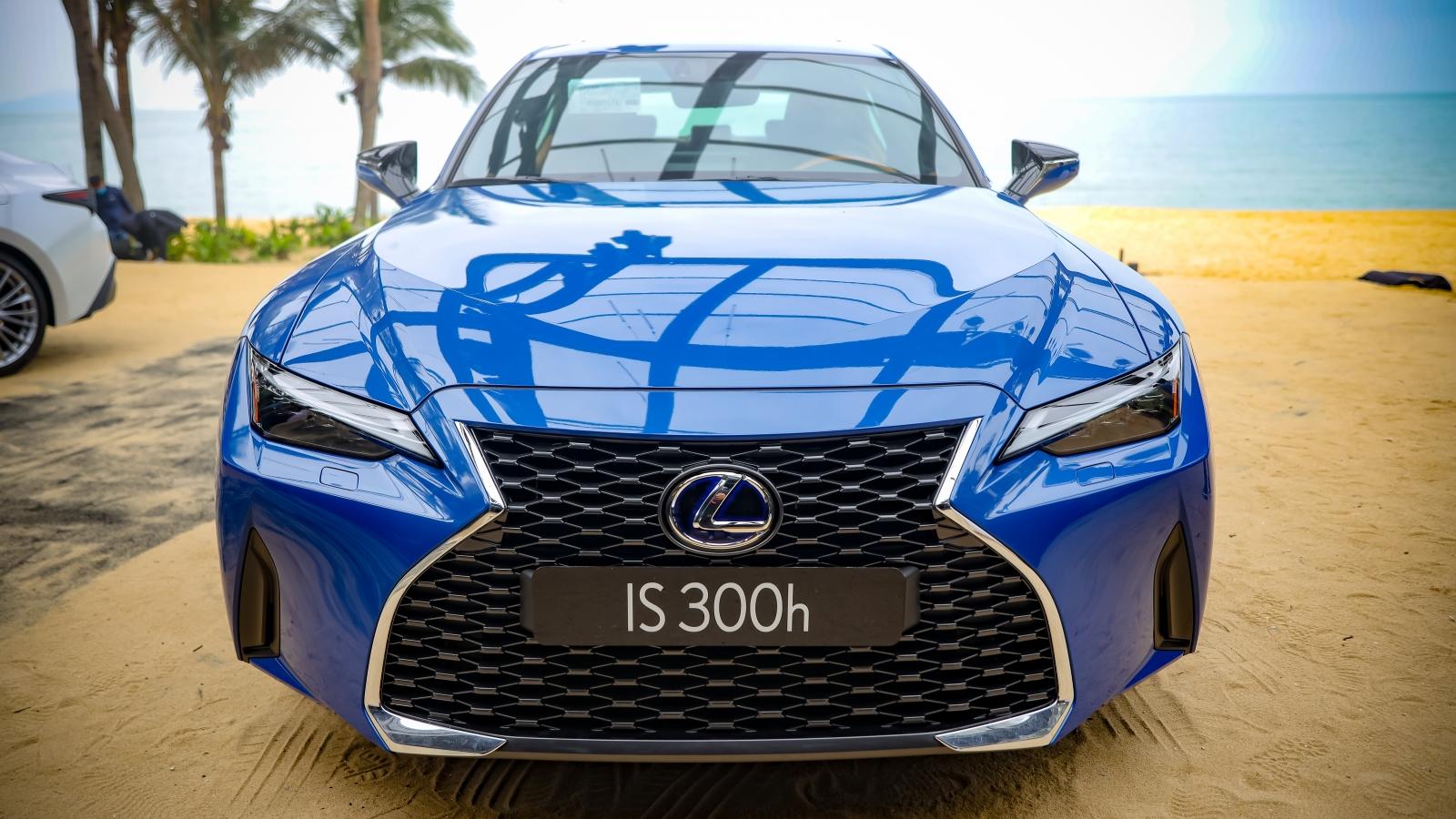 Khám phá Lexus IS 2021 giá từ hơn 2 tỷ đồng