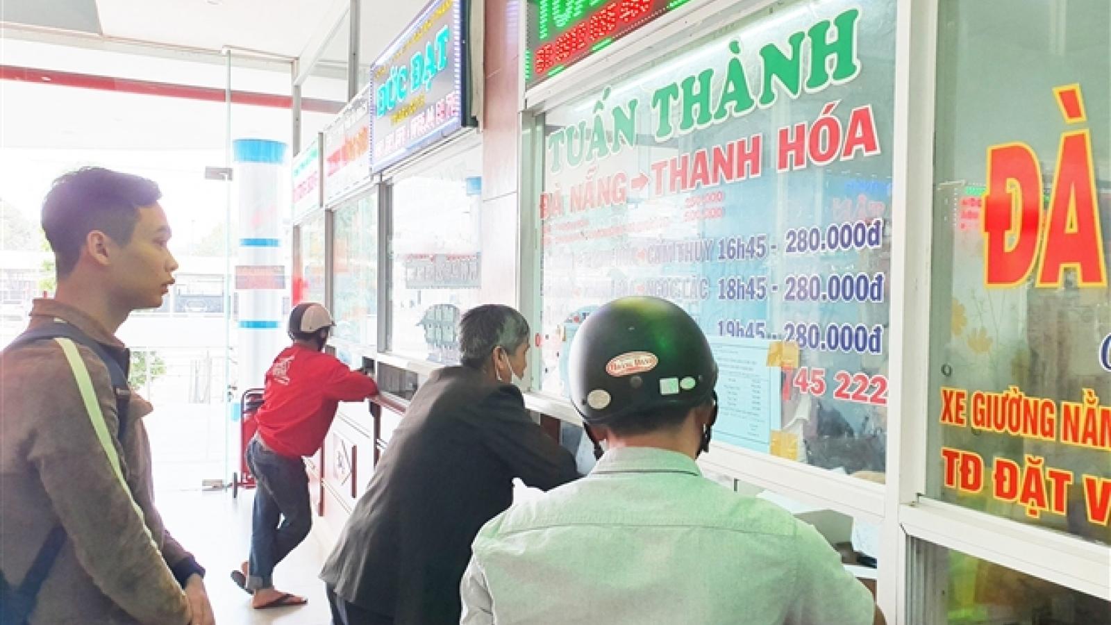 Vé tàu xe Tết ở miền Trung: Khách thảnh thơi, nhà xe bận rộn mời chào