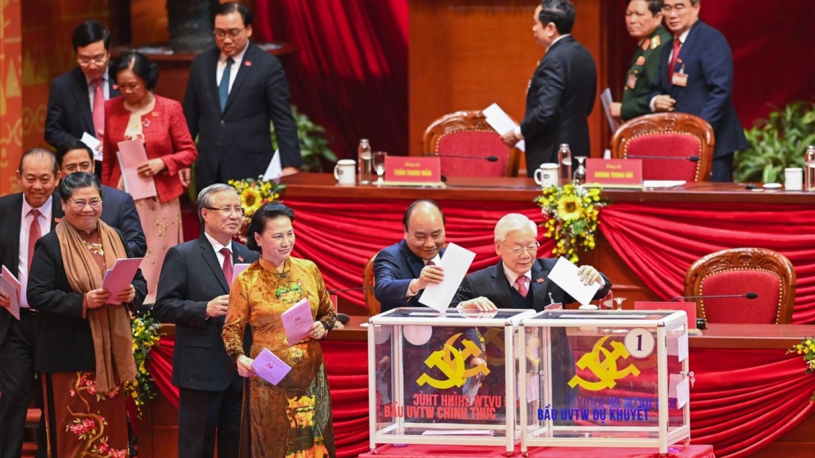 Ảnh: Đại biểu bỏ phiếu bầu Ban Chấp hành Trung ương khoá XIII