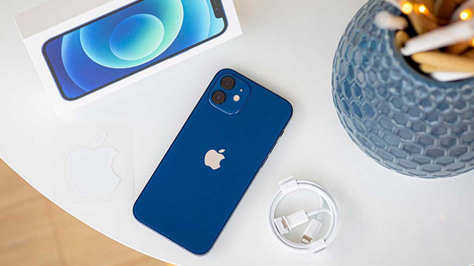 """iPhone 12 Pro tiếp tục """"cháy hàng"""" tại Việt Nam"""