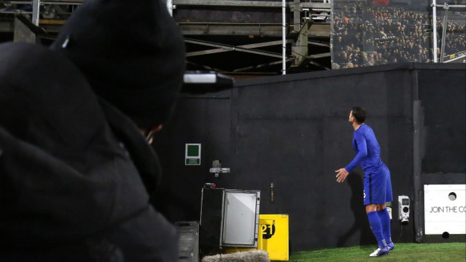 Tặng áo cho người hâm mộ, sao Chelsea có thể bị FA phạt nặng