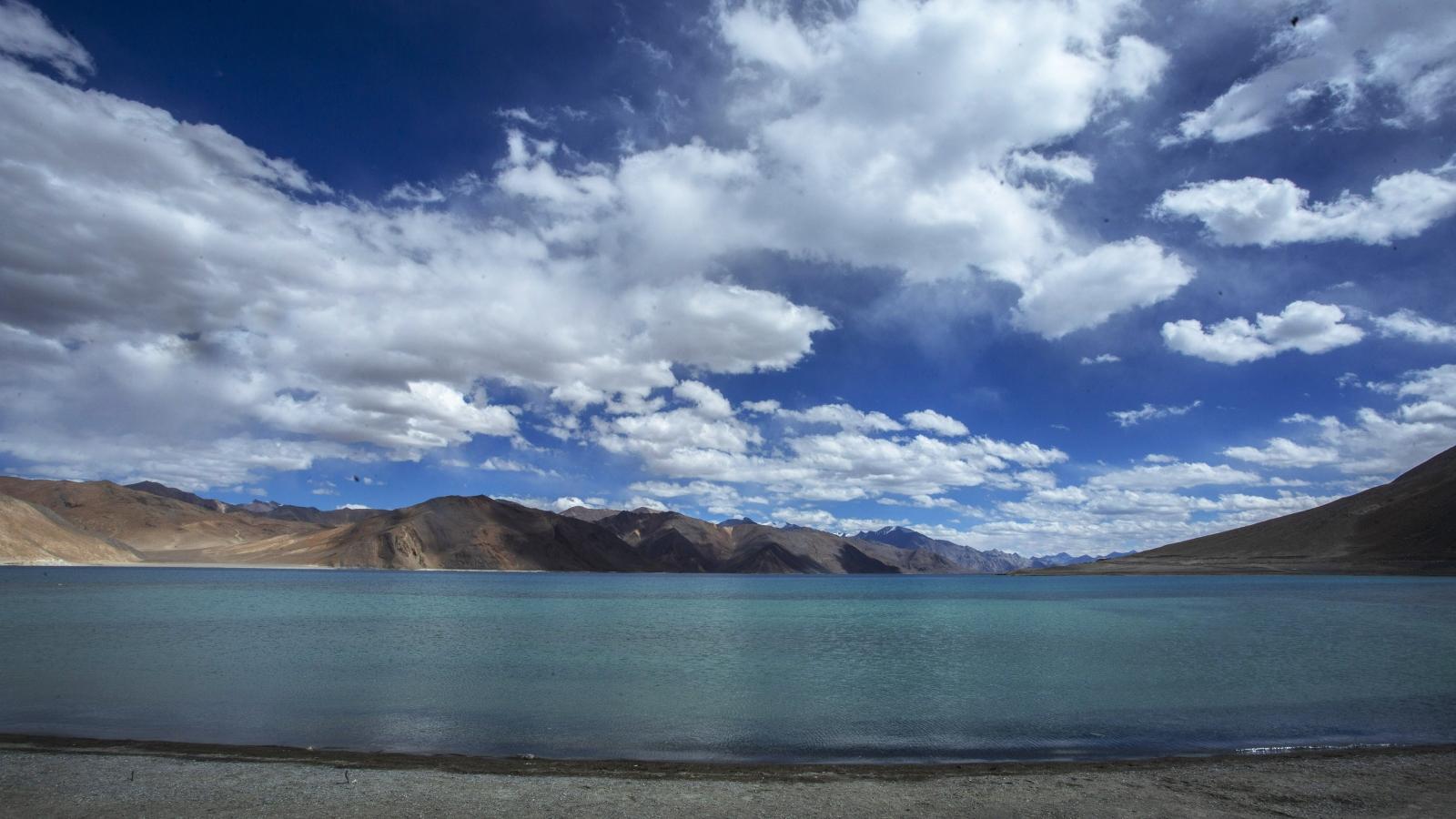 8 tháng sau tranh chấp với Trung Quốc, Ấn Độ đón du khách đến hồ Pangong Tso