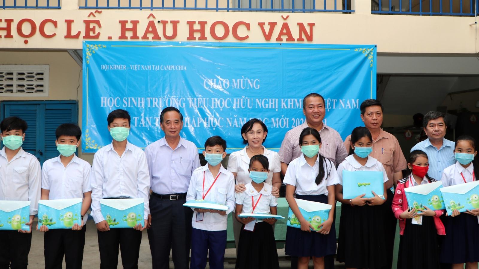 Học sinh gốc Việt tại Campuchia bước vào năm học mới