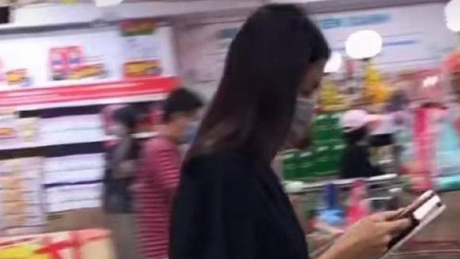 Chuyện showbiz: Nhan sắc Tăng Thanh Hà nổi bật dưới ống kính của 'người qua đường'