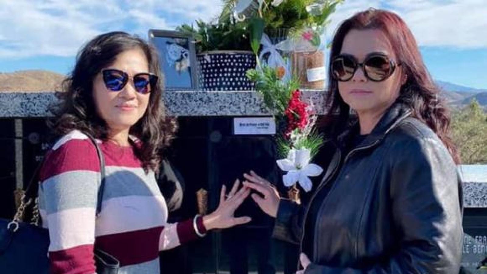 Chuyện showbiz: Vợ nghệ sĩ Chí Tài lặng lẽ thăm nơi an nghỉ của chồng ngày đầu năm