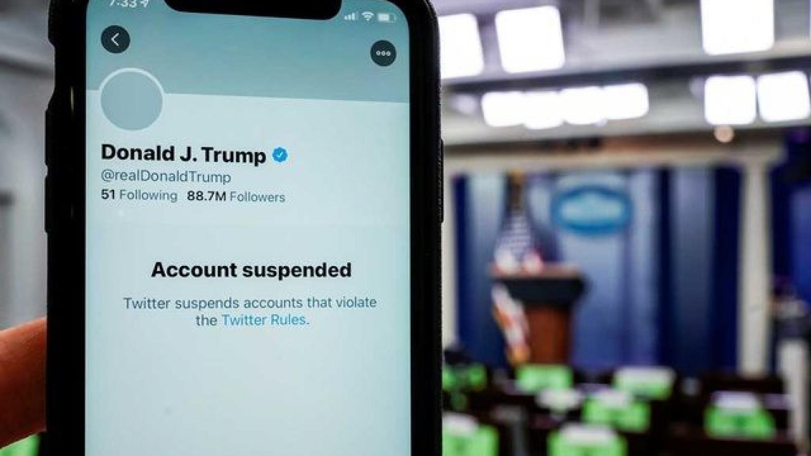 """Khóa tài khoản của Tổng thống Donald Trump - Cổ phiếu của Twitter """"rớt giá"""""""