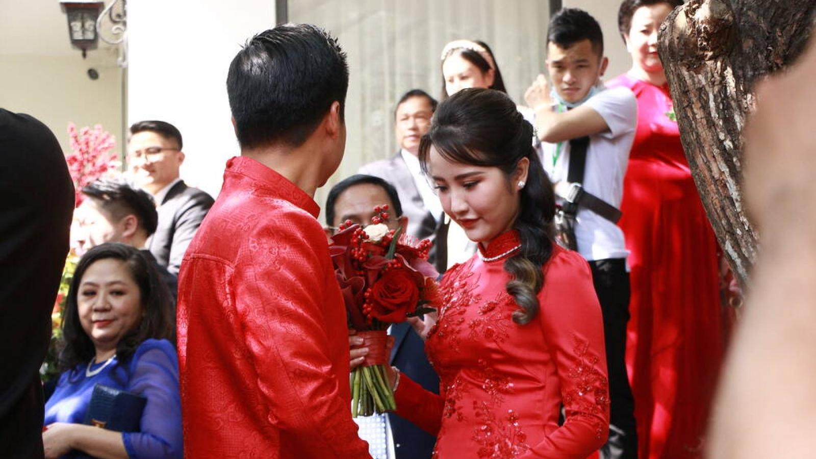 Chuyện showbiz: Phan Thành thân mật bên cô dâu Primmy Trương trong đám cưới