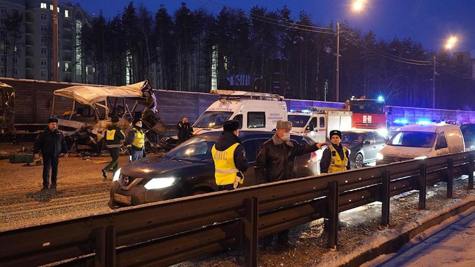 Tai nạn xe quân sự ở Nga: Hơn 40 người thương vong