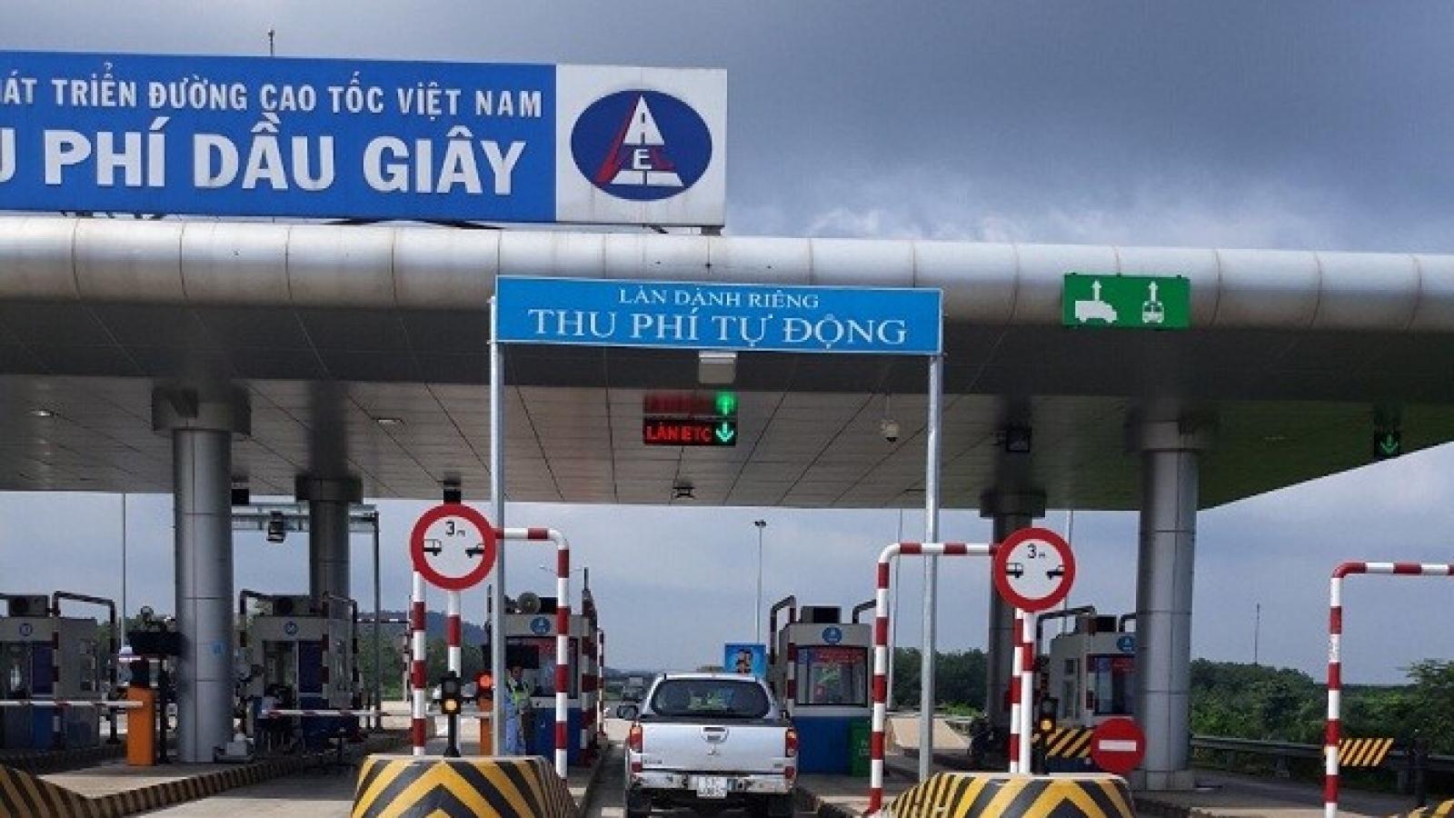 Vì sao dán thẻ không dừng ETC nhưng tài xế vẫn phải ấm ức trả tiền mặt khi qua trạm?