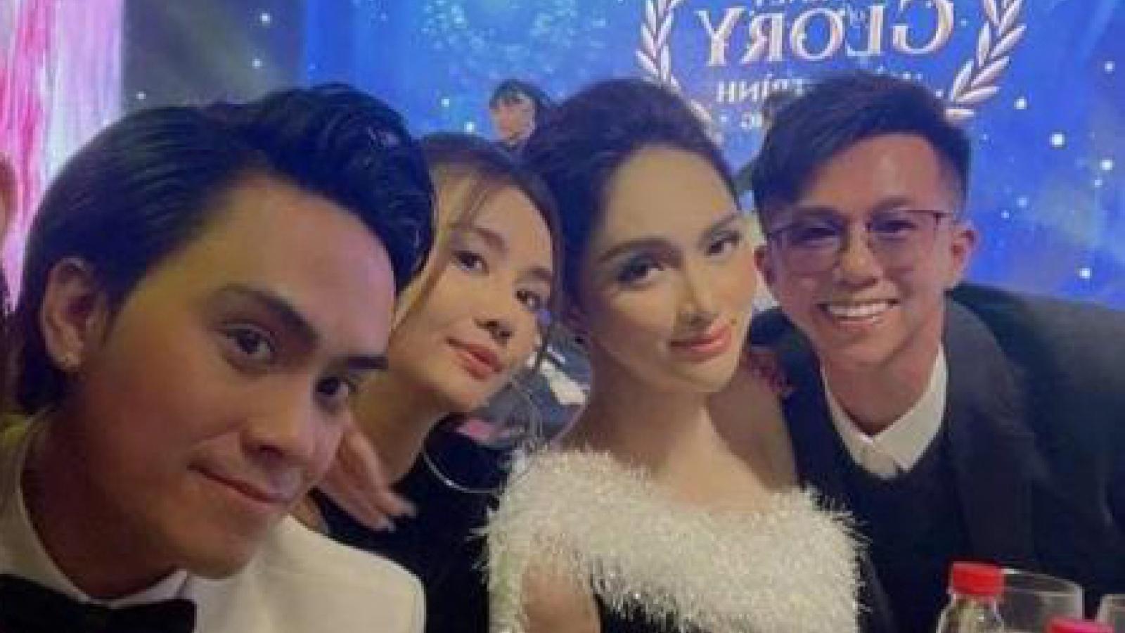 Chuyện showbiz: Hoa hậu Hương Giang tình tứ sánh đôi bên bạn trai CEO sau khi bị tố vô ơn