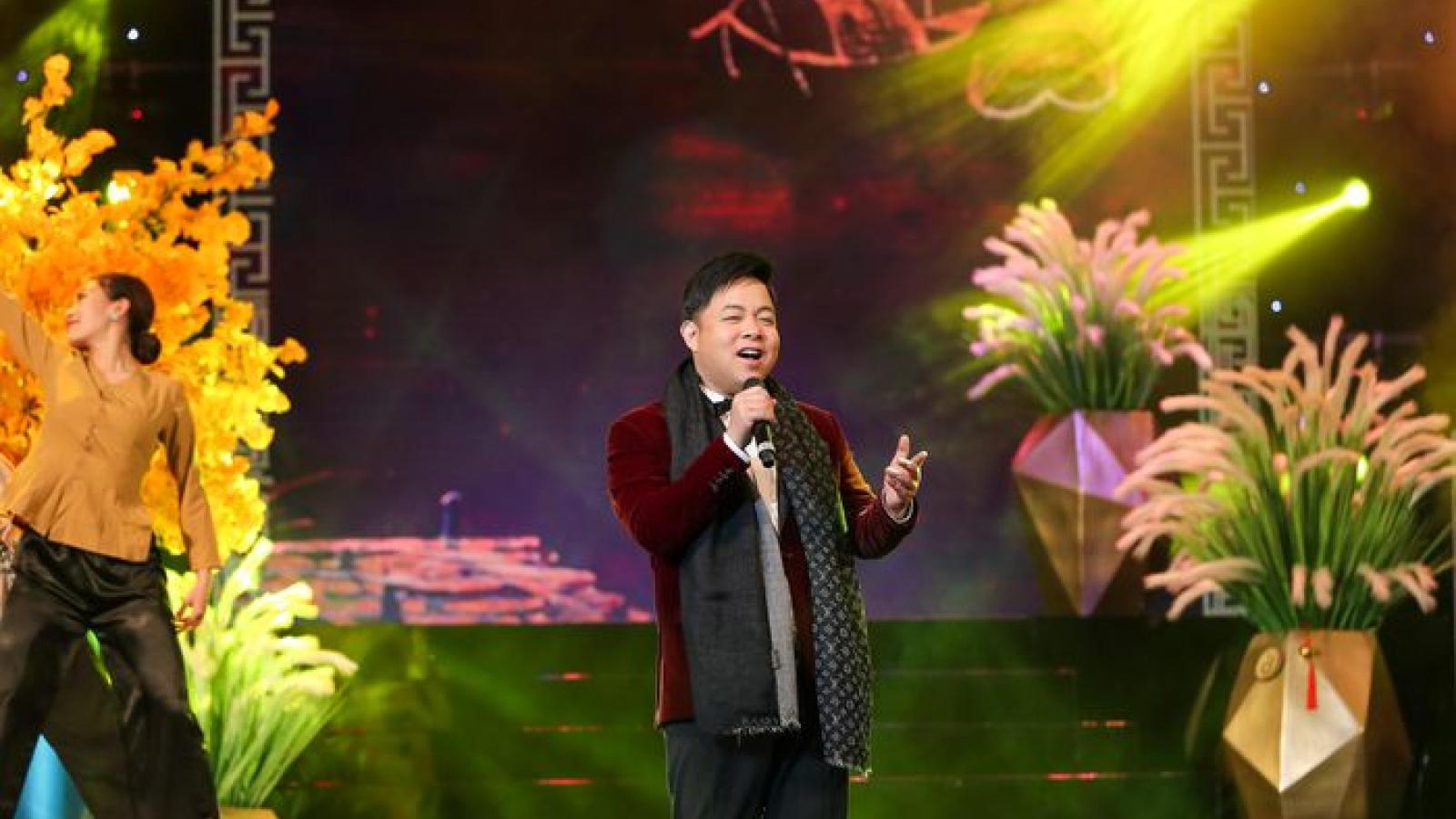 """Quang Lê tri ân, tiễn biệt nghệ sĩ Chí Tài trong chương trình """"Tết vạn lộc"""""""