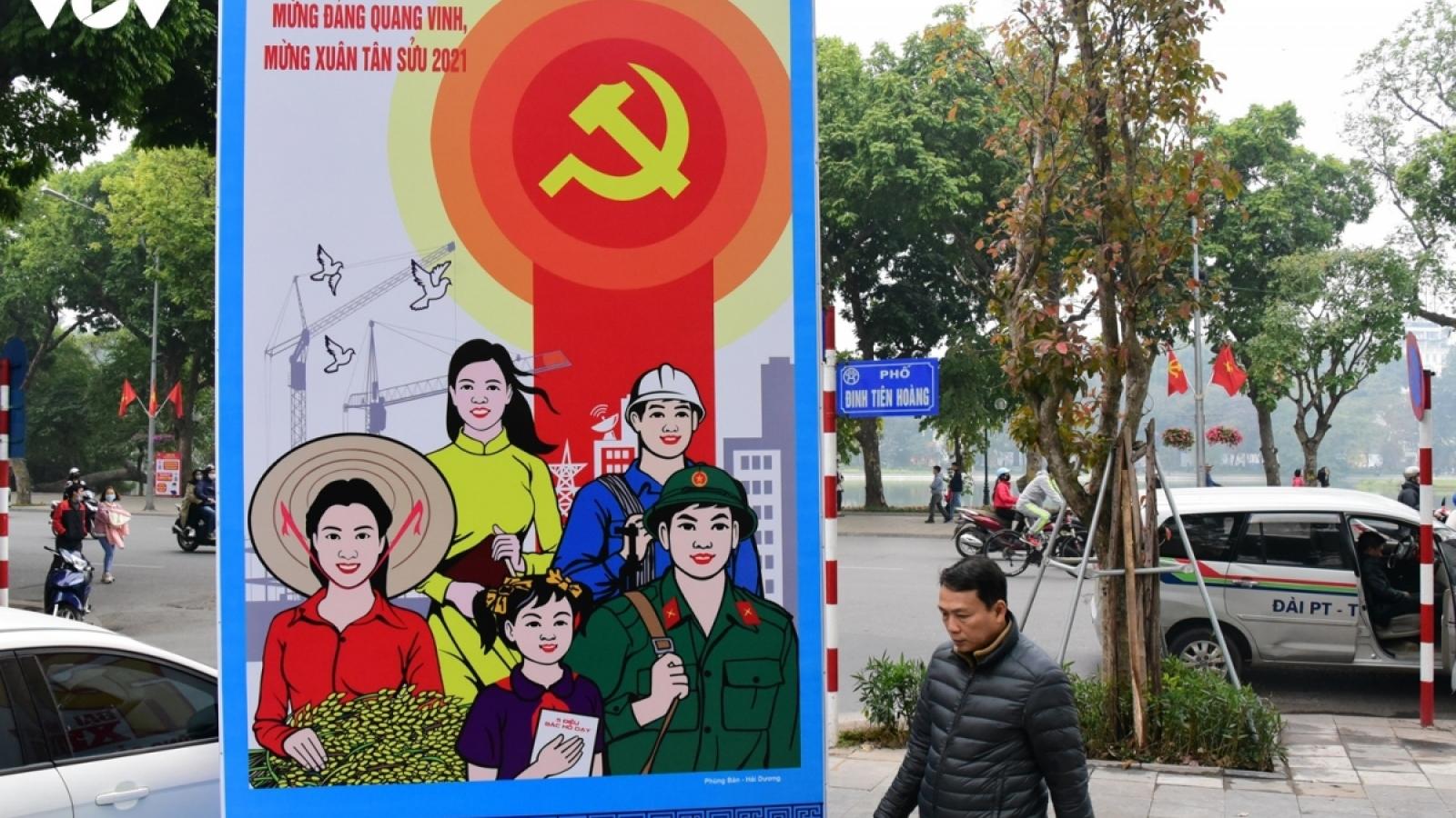 Thủ đô Hà Nội trang hoàng pano, áp-phích chào mừng Đại hội Đảng lần thứ XIII