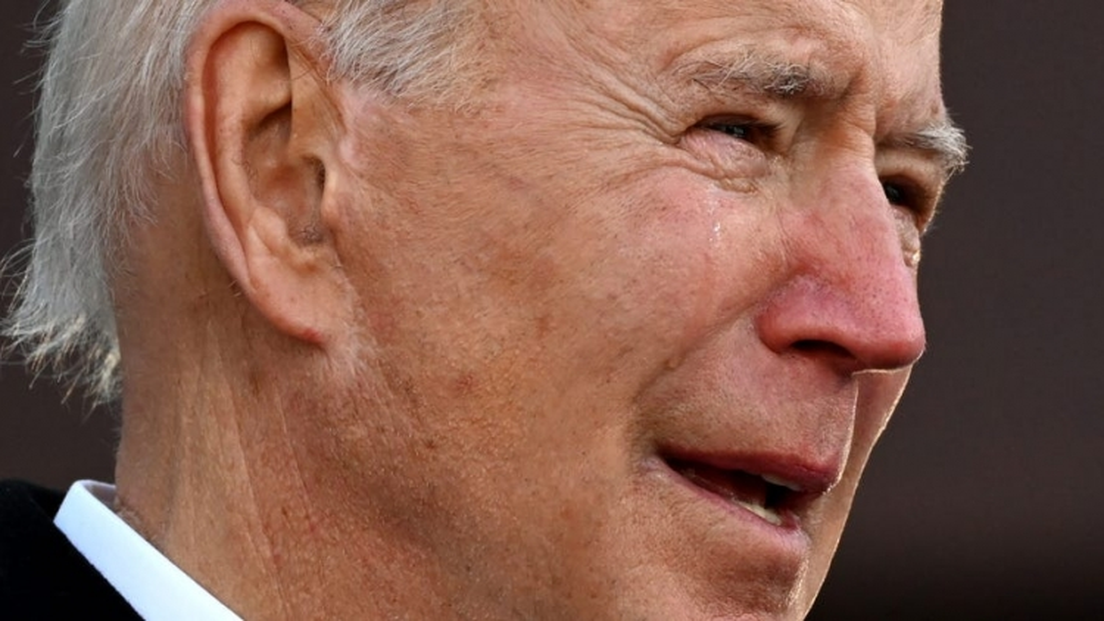 Video: Biden bật khóc khi tạm biệt quê nhà để tới Washington DC nhậm chức