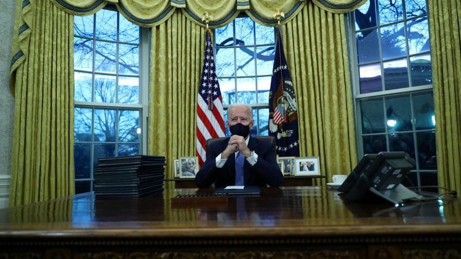 """""""Món quà"""" chia tay của ông Trump dành cho Tổng thống Biden: Đúng người, đúng thời điểm"""