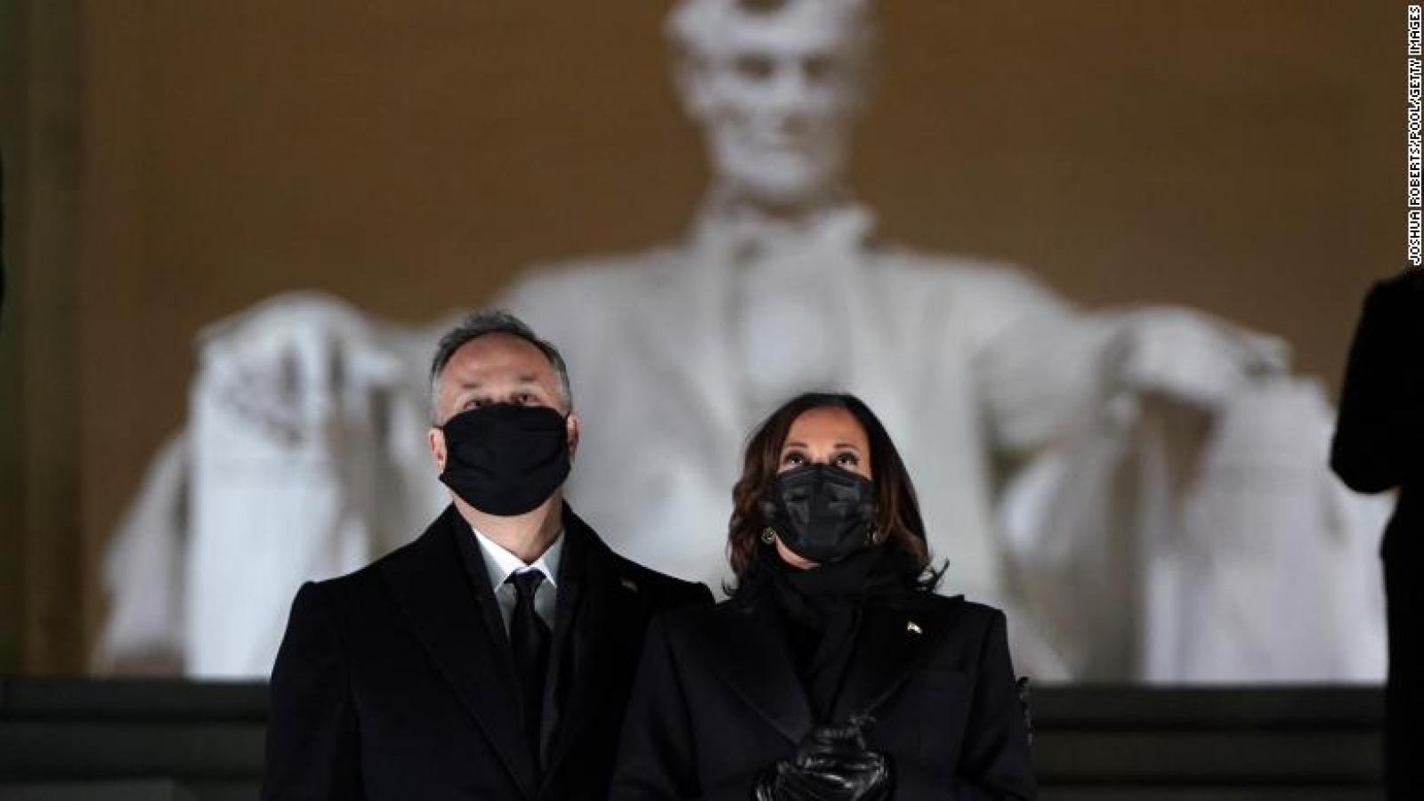 Bức ảnh Phó Tổng thống Harris và khoảnh khắc lịch sử của nước Mỹ