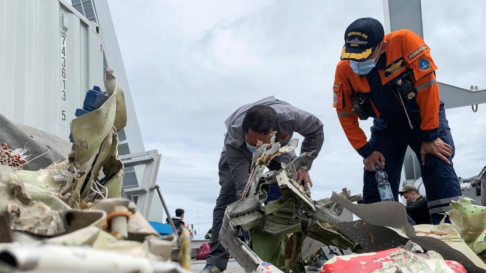 Vụ máy bay rơi ở Indonesia: Tiếp tục tìm kiếm cứu nạn thêm 3 ngày