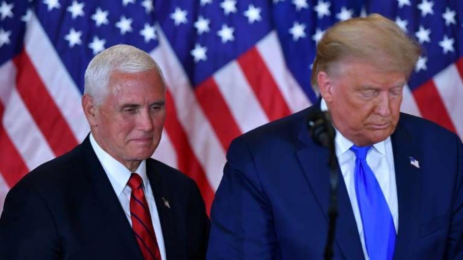 """Mike Pence - Từ cánh tay phải trung thành tới kẻ thù số 1 của """"thế giới Trump"""""""