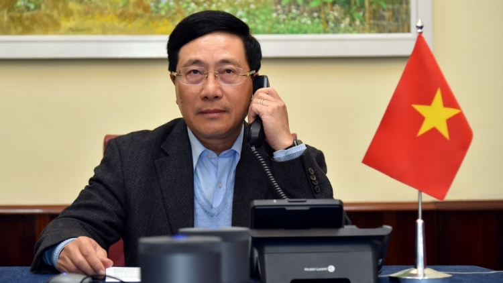 Vietnam, US discuss monetary policy during phone talks
