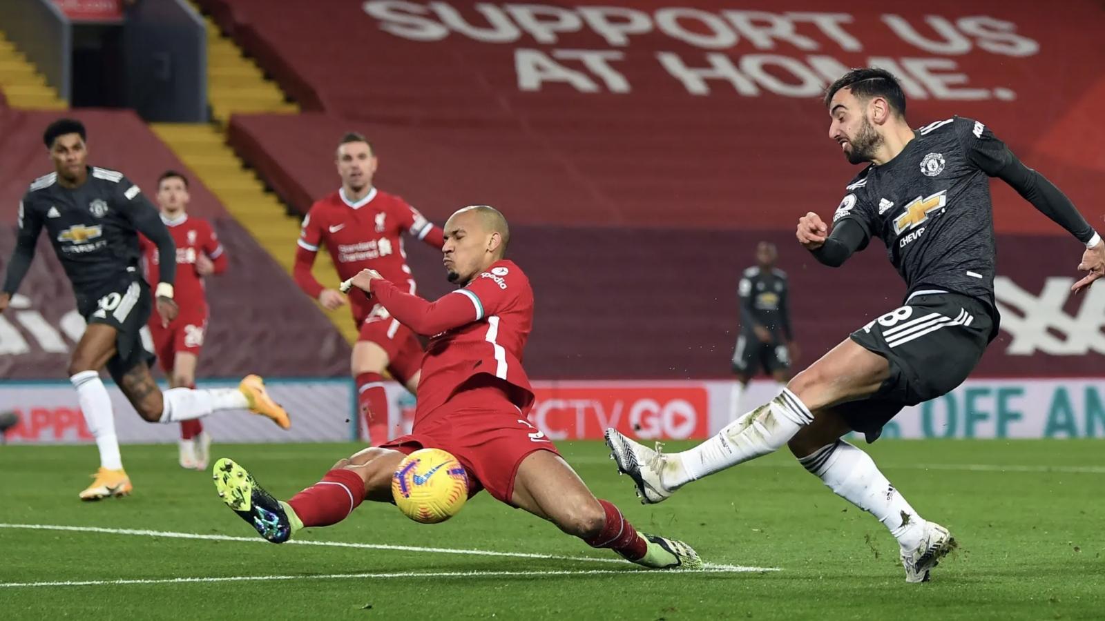 Cầm hòa Liverpool tại Anfield, MU vững ngôi đầu Ngoại hạng Anh sau vòng 19