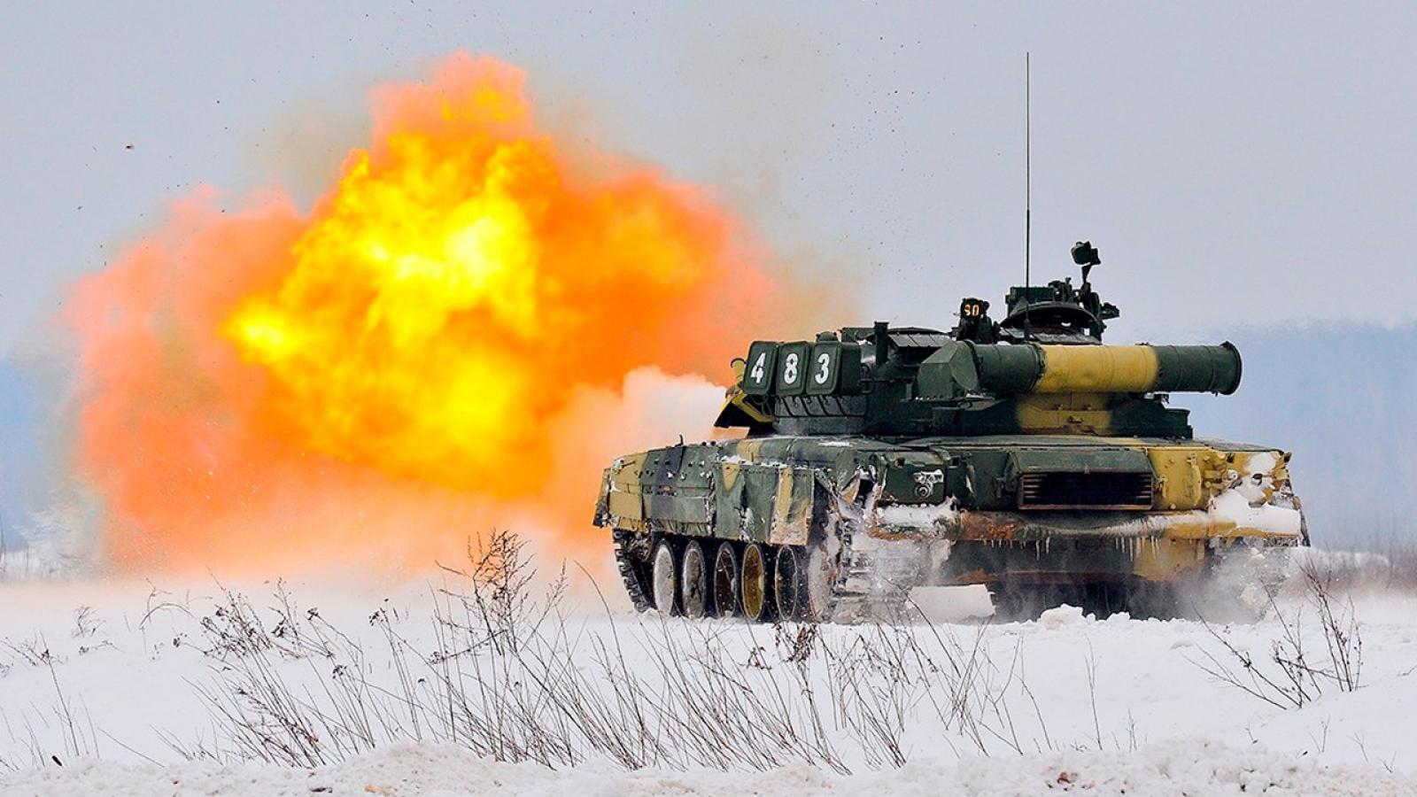 Xem xe tăng T-80 của Nga nã pháo tiêu diệt mục tiêu trong vòng 70 giây