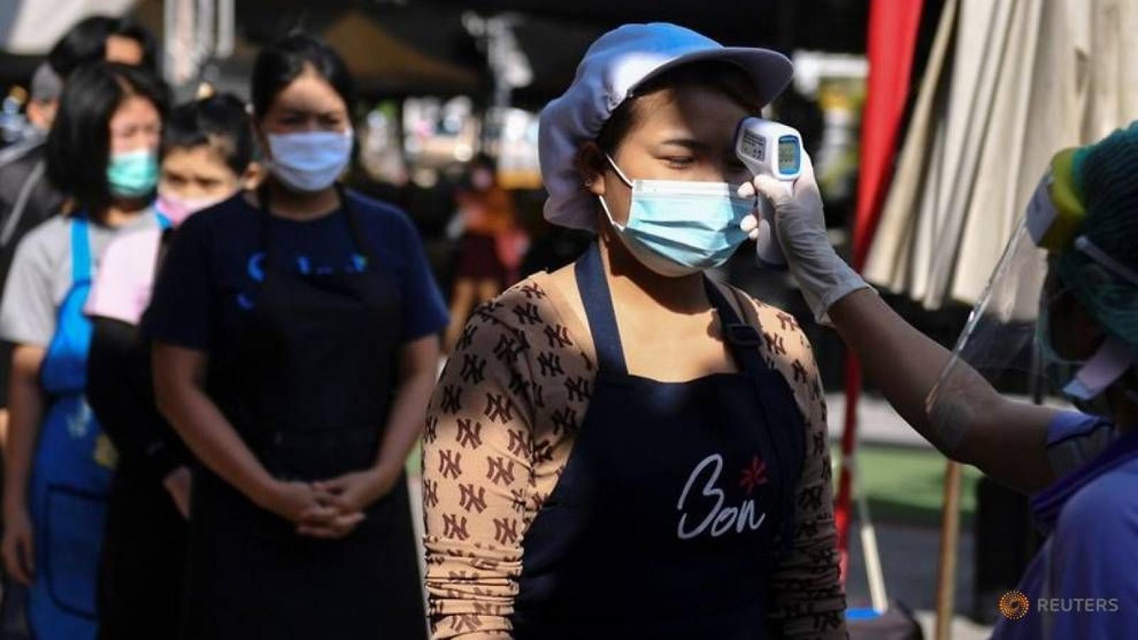 Bangkok (Thái Lan) cấm bán rượu trong nhà hàng để phòng chống Covid-19