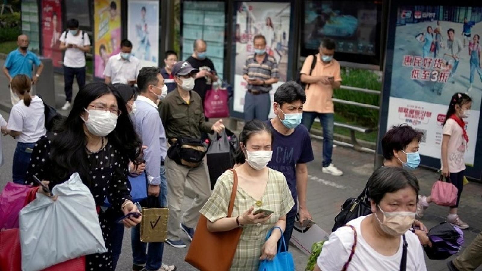 Trung Quốc phát hiện virus SARS-CoV-2 trên bao bì hàng may mặc