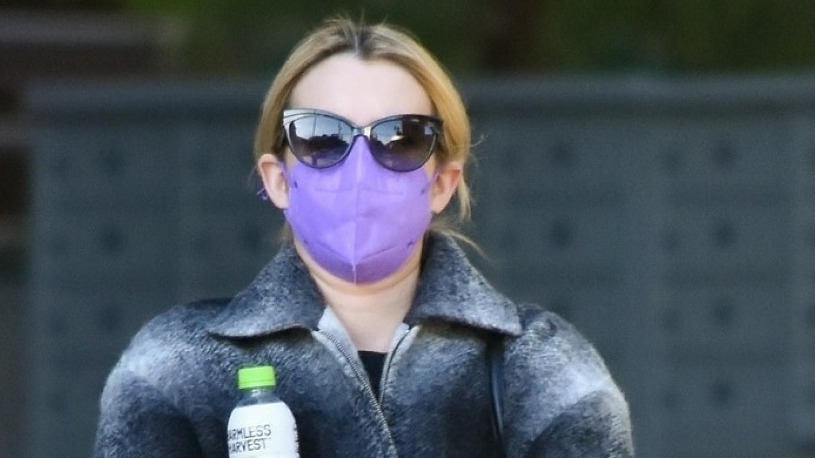 Emma Roberts giản dị ra phố sau 2 tuần sinh con trai đầu lòng