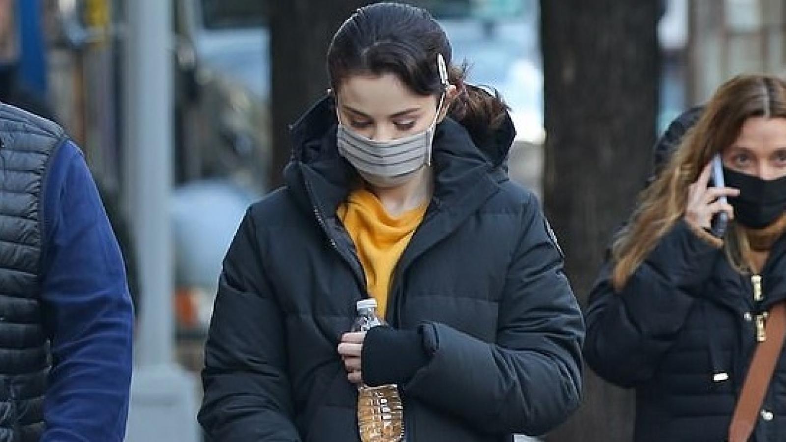 Selena Gomez giản dị ra phố trong tiết trời giá lạnh