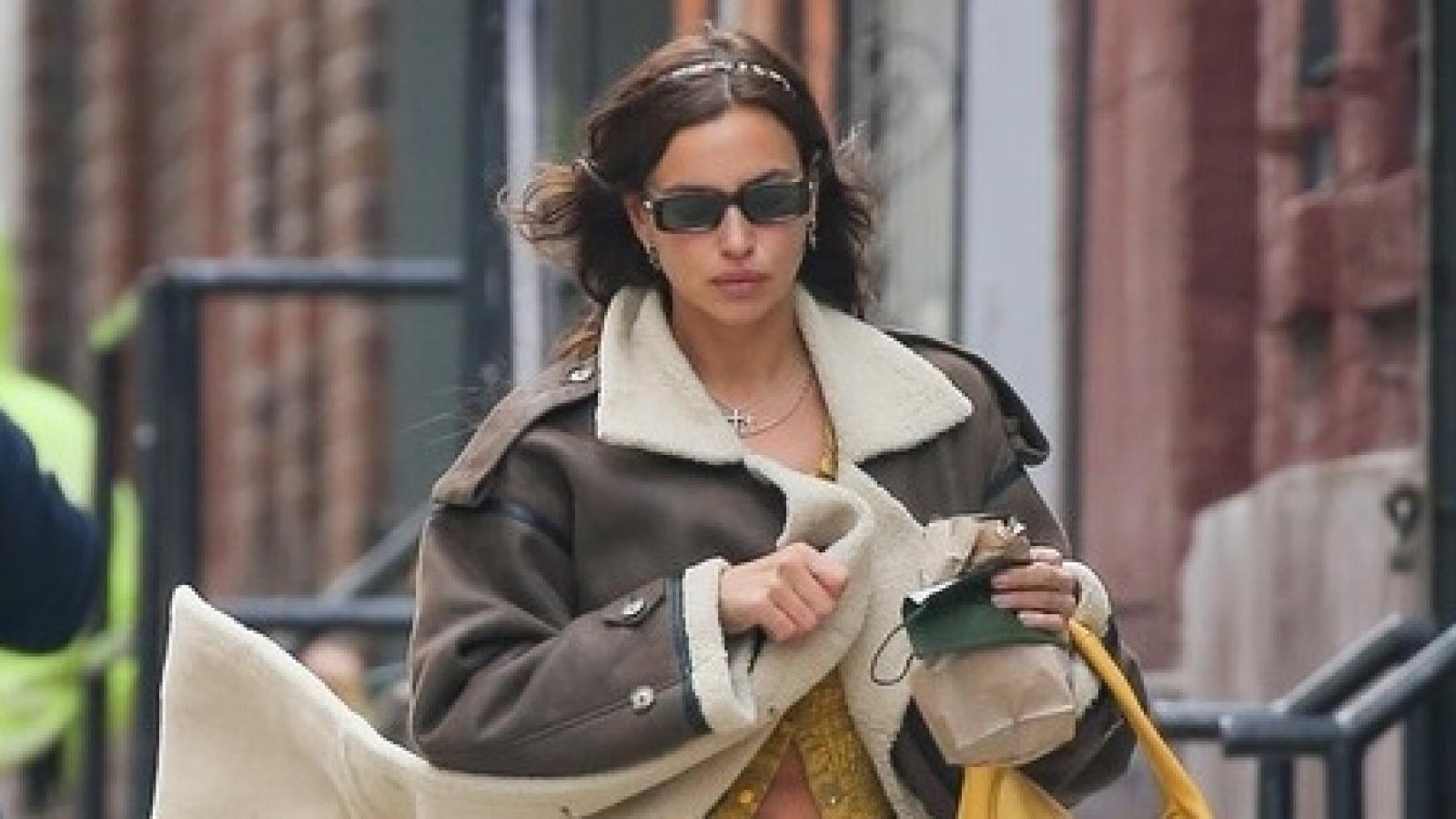 Irina Shayk sành điệu sải bước trên đường phố New York