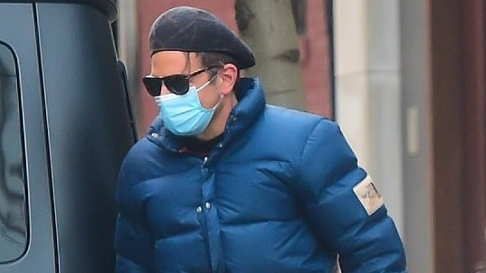 Bradley Cooper lái xe đưa tình cũ Irina Shayk và con gái cưng đi chơi