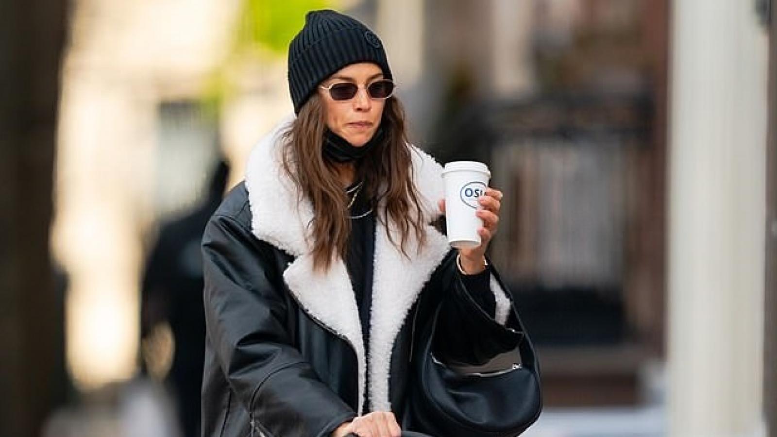 Irina Shayk mặc đồ khỏe khoắn đưa con gái cưng đi dạo phố ở New York