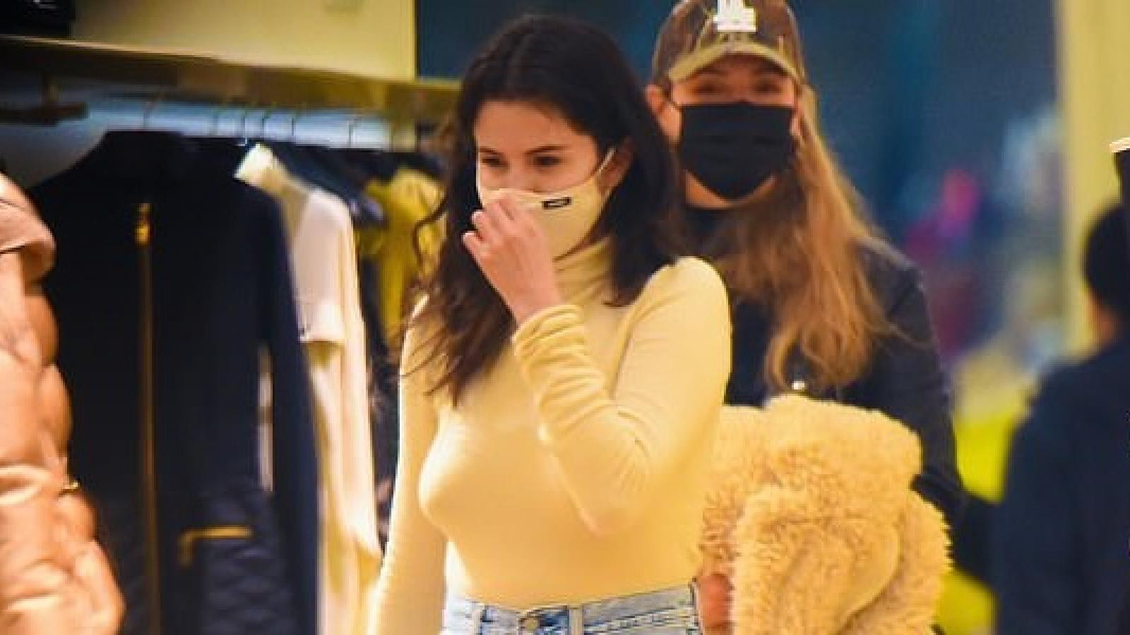 Selena Gomez vui vẻ đi mua sắm khi được nghỉ quay phim