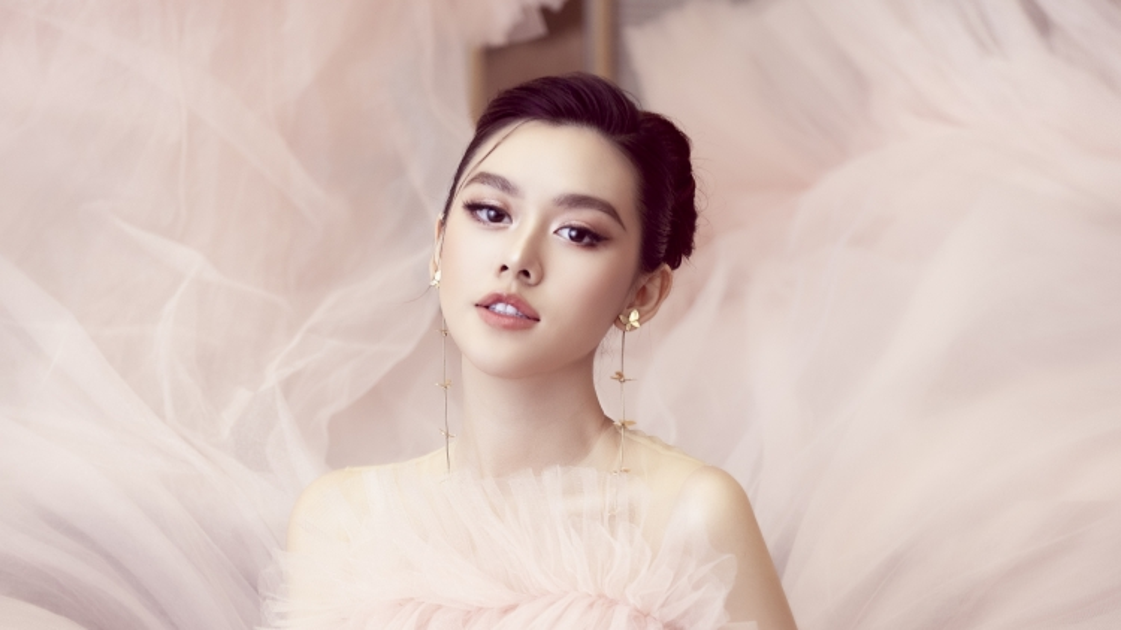 Á hậu Tường San lần đầu xuất hiện sau đám cưới