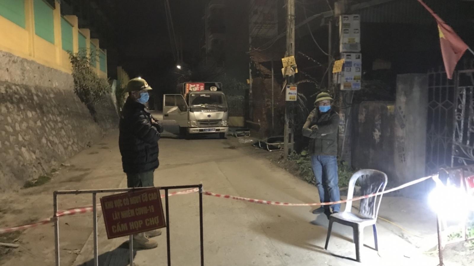 Trắng đêm chốt chặn khu dân cư có bệnh nhân Covid-19 ở Hạ Long