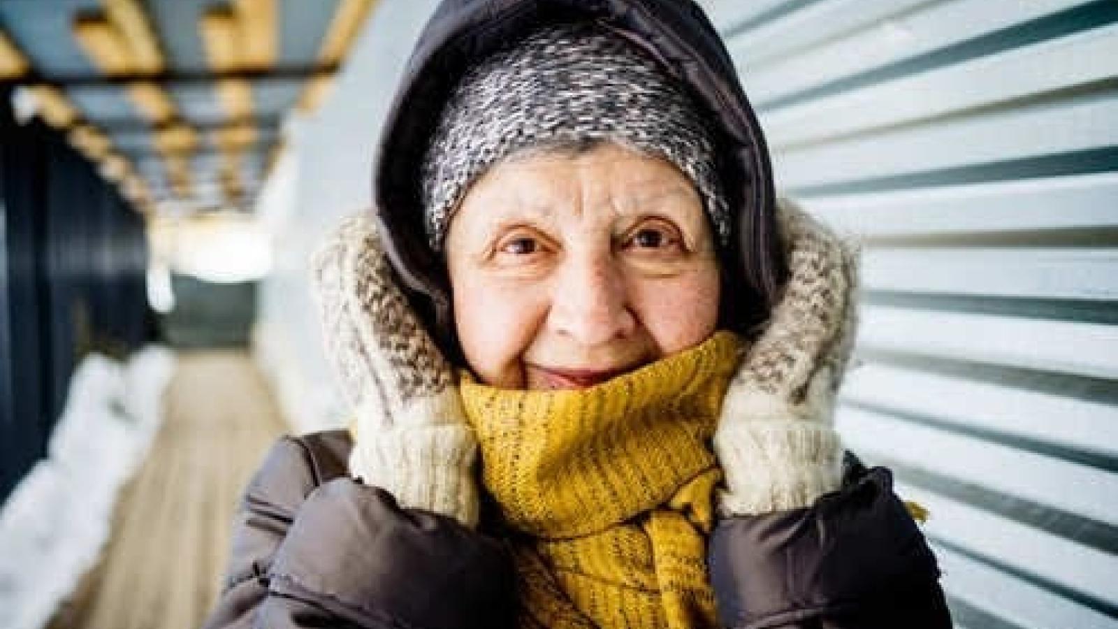 Cách giữ ấm cơ thể cho người già trong thời tiết lạnh giá