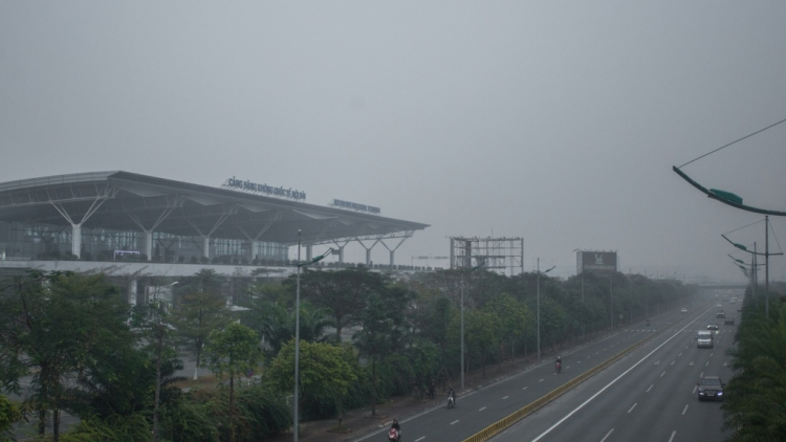 Flights diverted due to dense fog in Hanoi capital