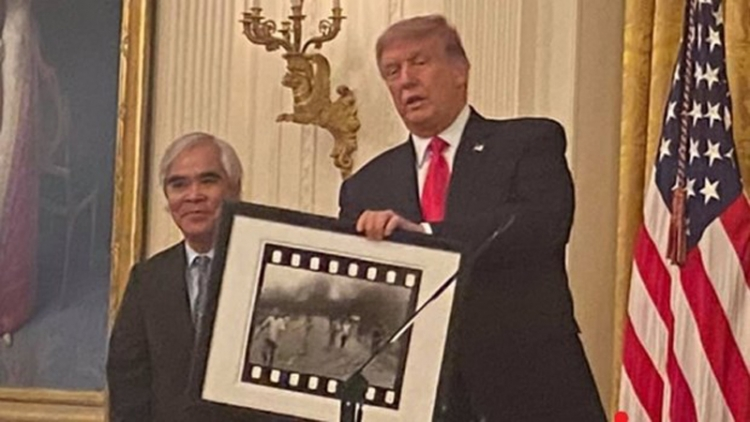 Photographer behind 'napalm girl' photo awarded US's National Medal of Arts