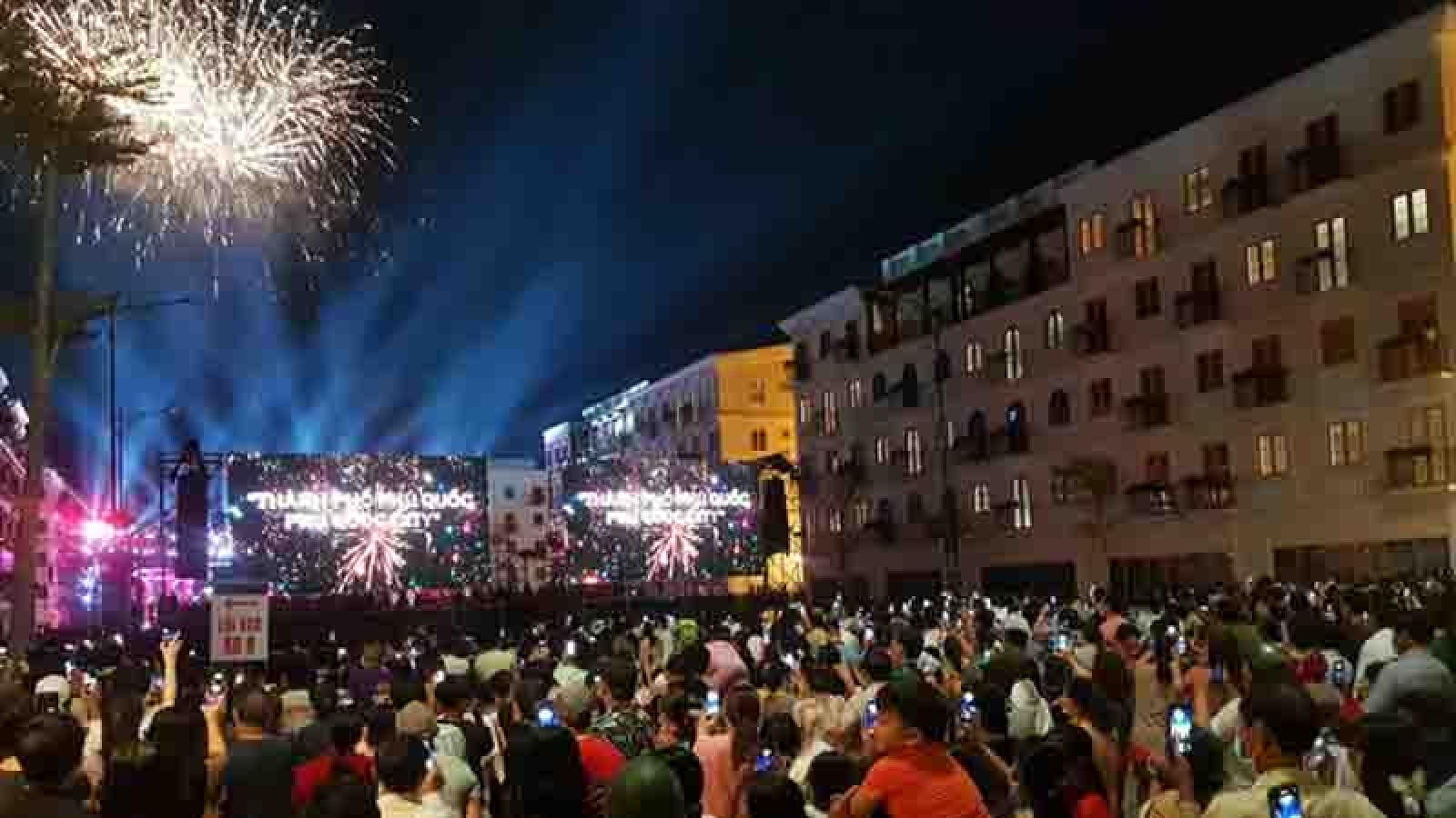 Brilliant firework show celebrates launch of Phu Quoc island city