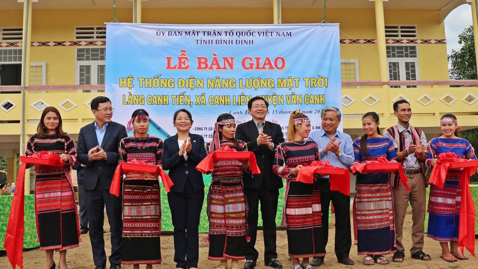 Bàn giao hệ thống điện năng lượng mặt trời tặng đồng bào dân tộc thiểu số huyện Vân Canh