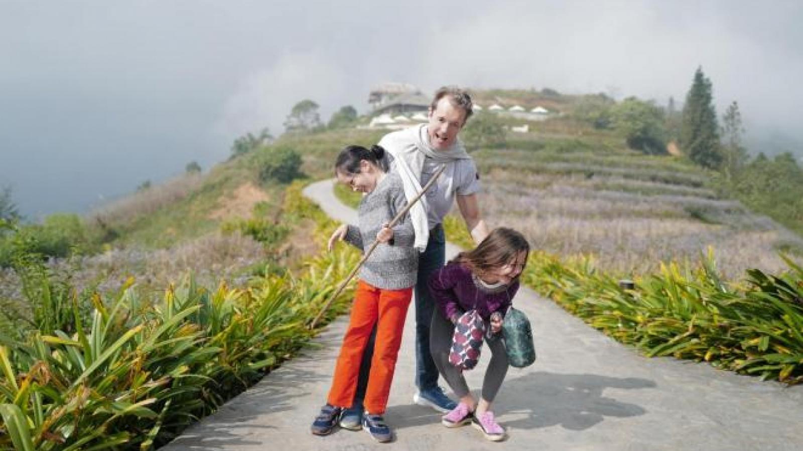 Chuyện showbiz: Diva Hồng Nhung bất ngờ khoe ảnh bạn trai thân thiết bên cặp song sinh