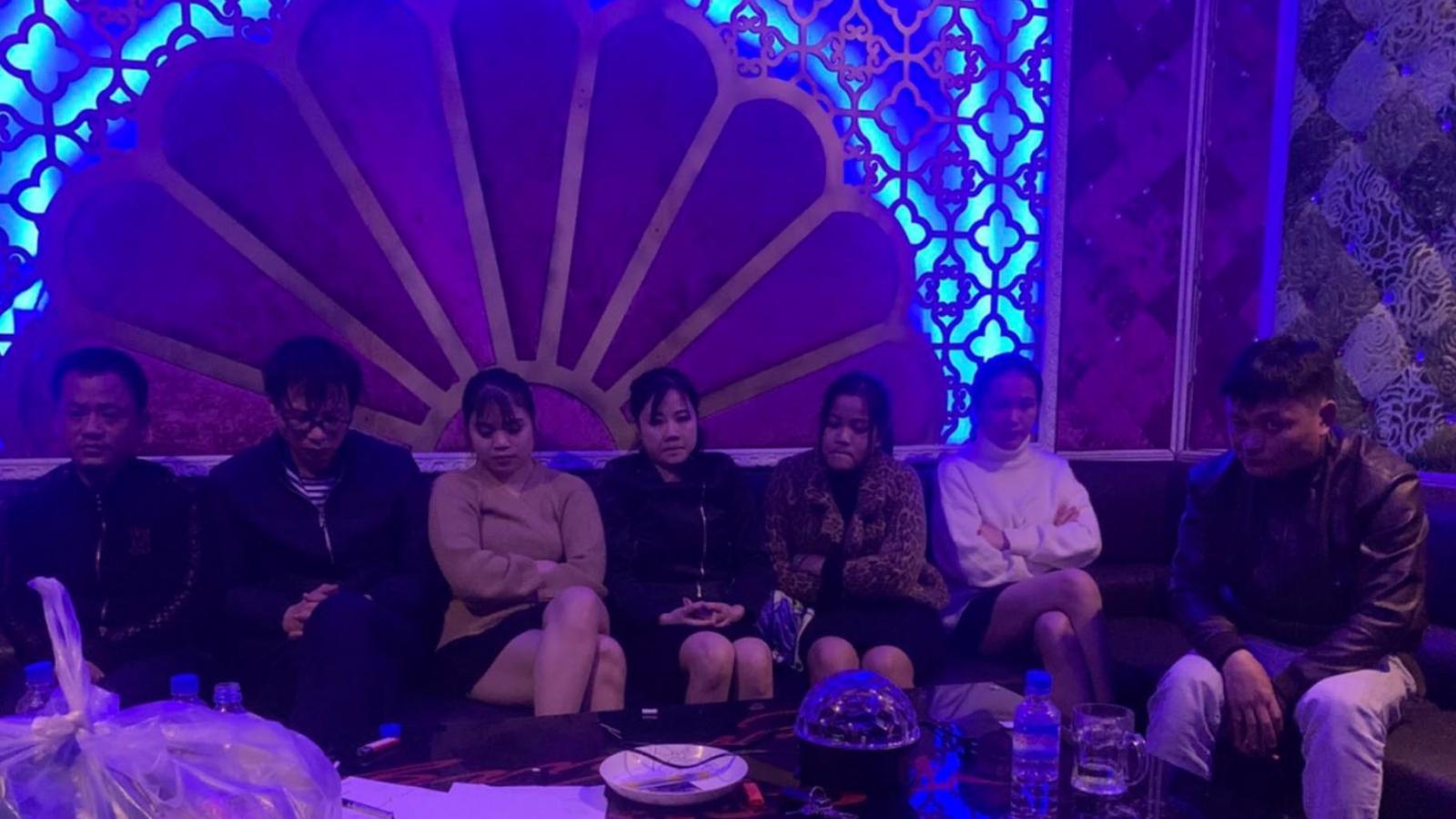 7 nam, nữ sử dụng ma túy trong quán karaoke
