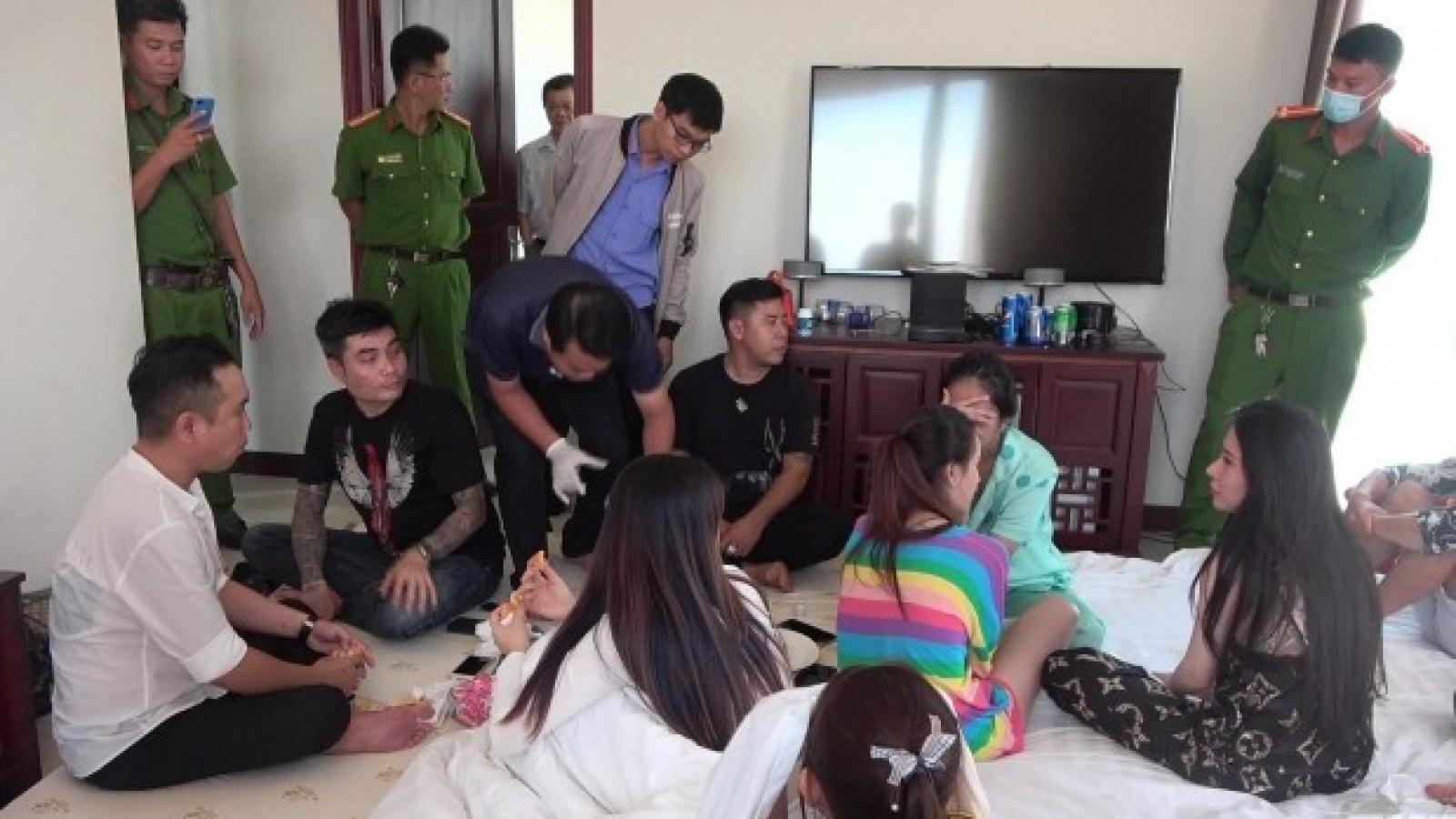 Phát hiện hàng chục thanh niên sử dụng ma tuý trong khách sạn và quán bar