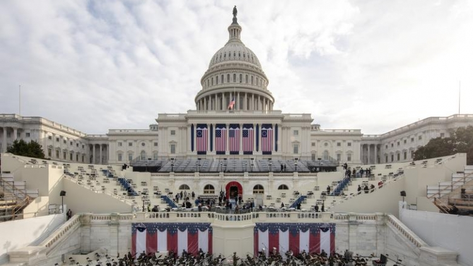"""Nước Mỹ """"căng thẳng"""" trước thềm lễ nhậm chức: Washington DC thành """"pháo đài"""""""